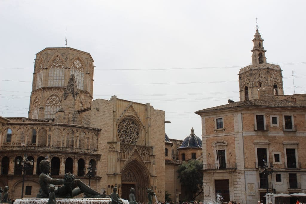 Plaza la Virgen - a beautiful square in the hart of Valencia